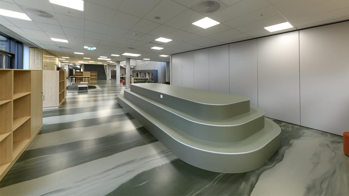 Lindbjergskolen Marmoleum Walton, 3355, green hallway seats