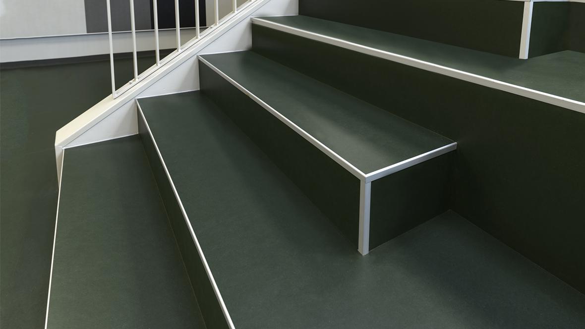 Lindbjergskolen Marmoleum Walton, 3359, green stairs