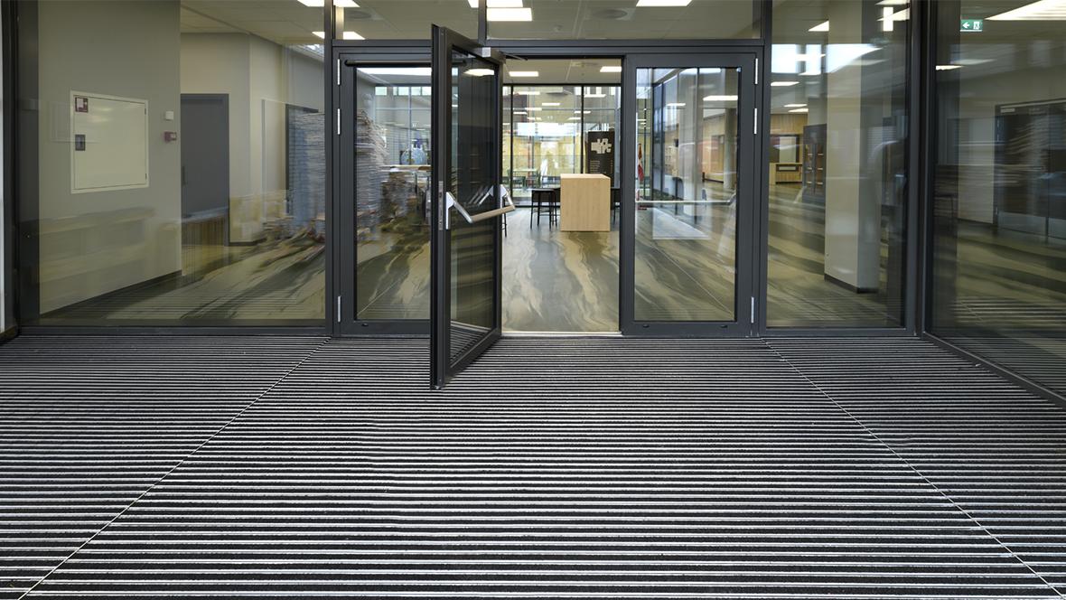 Lindbjergskolen entrance