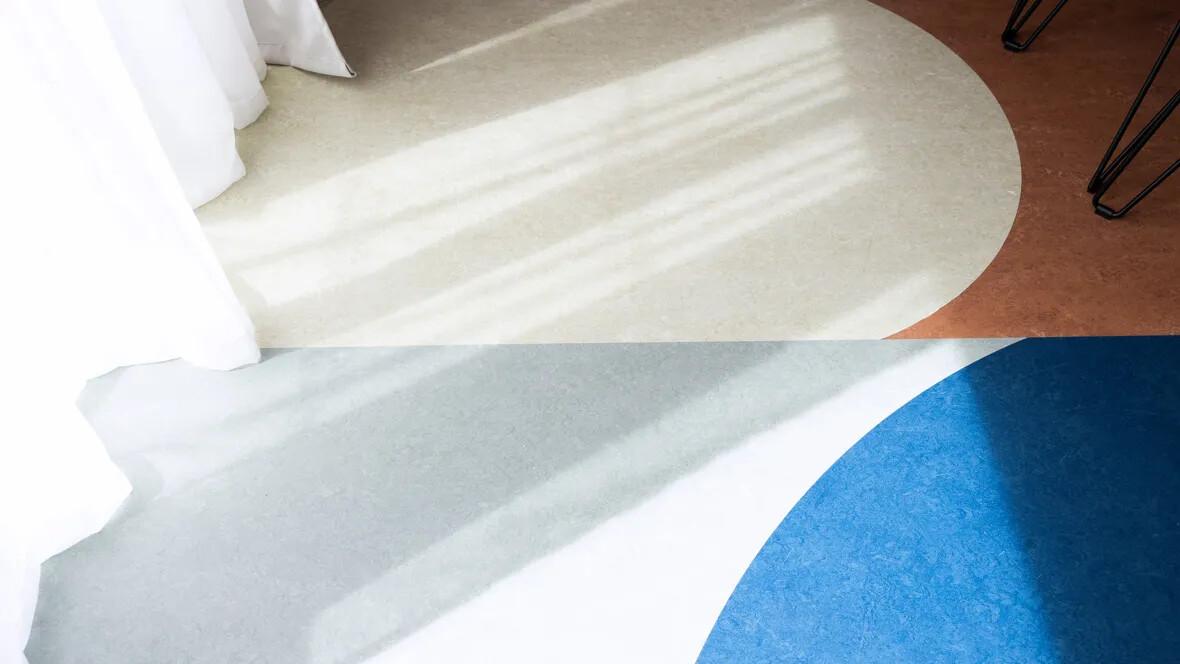 Avinode Group mönsterlagd Marmoleummatta