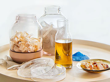 Die Rohstoffe von Linoleum - Leinöl, Kalksteinmehl, Naturharze, Holzmehl, Jute und Farbpigmente