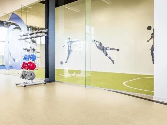 Marmoleum linoleumgolv från Forbo Flooring Systems i sporthall