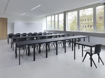 Gemeinschaftsschule Blaubeuren - Klassenzimmer mit Linoleum