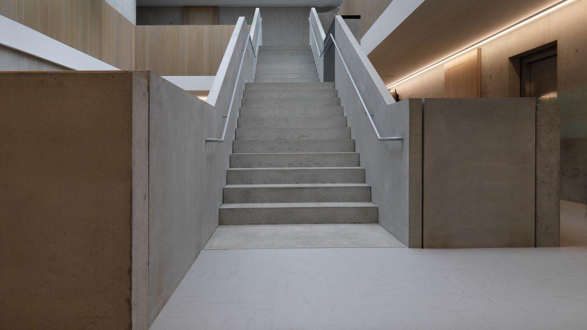 Gemeinschaftsschule Blaubeuren Treppenstufen – Forbo Linoleum Modular