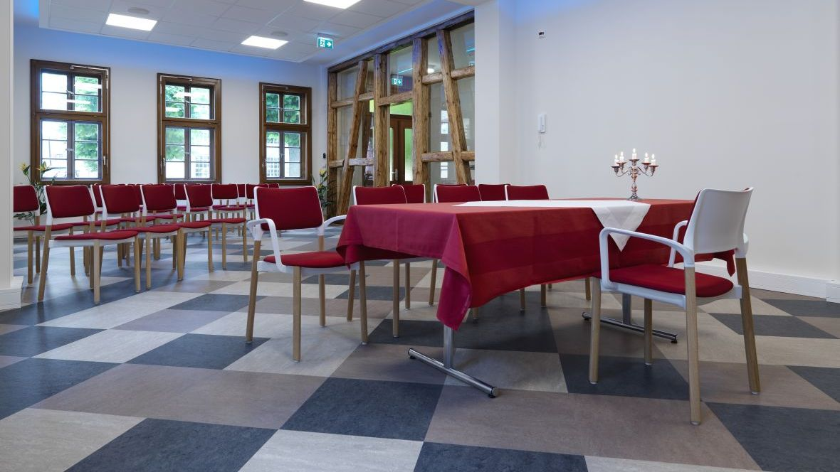 Standesamt Dransfeld Stühle in Saal – Forbo Linoleum Modular