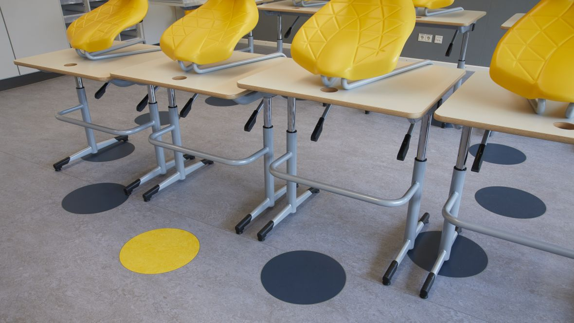 Von-Rothmund-Schule Bad Tölz Kreisförmige Bodenmakierung – Forbo Marmoleum Real