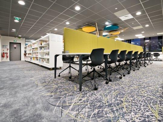 Textiler Bodenbelag in einer Bibliothek