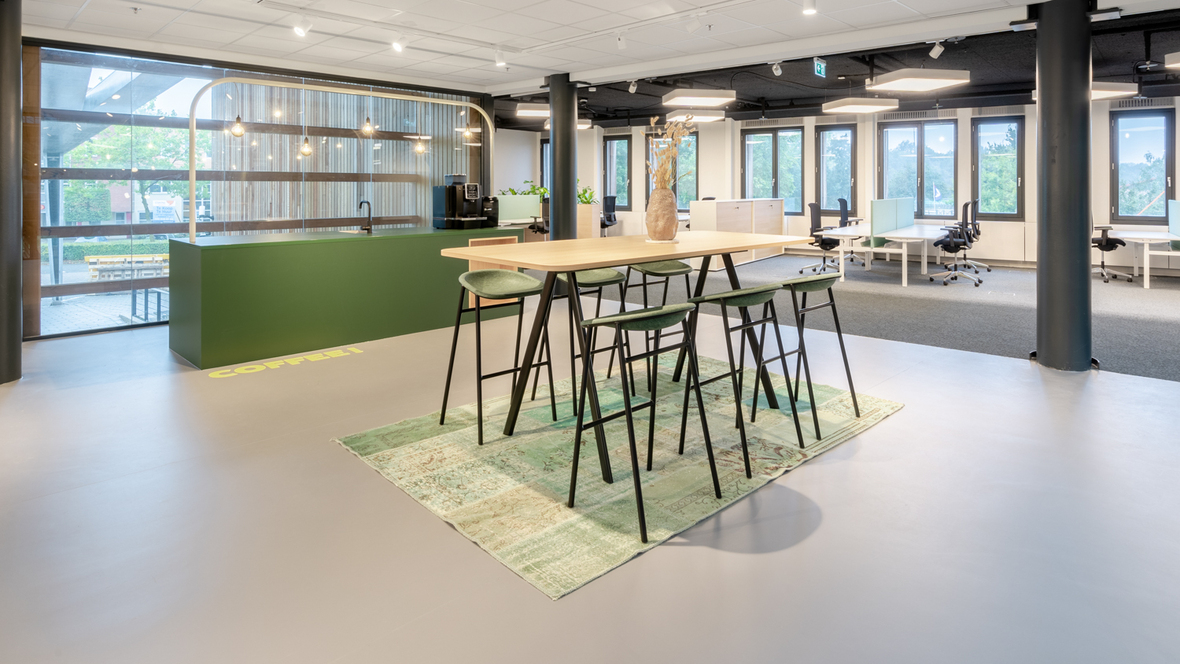 Grey Marmoleum in standup meetingroom HVEG Fashion Group