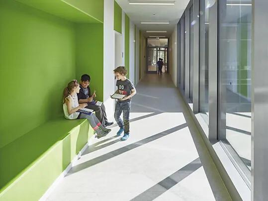 Grundschule Rahewinkel grüner Flur