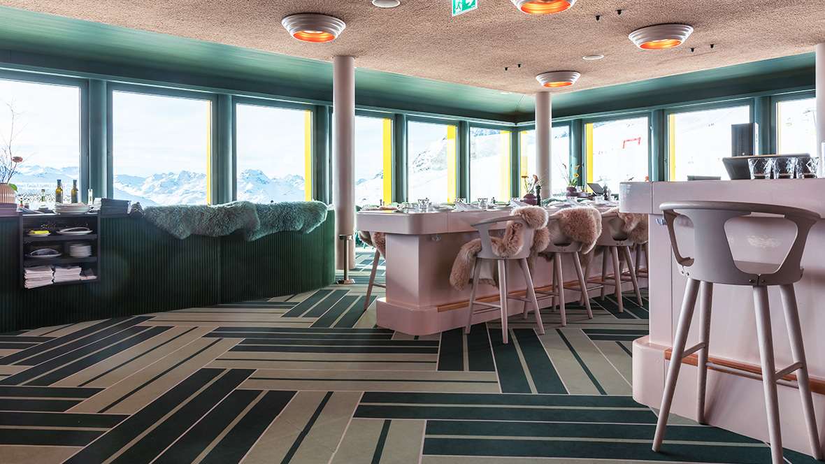 Floor coverings in restaurant