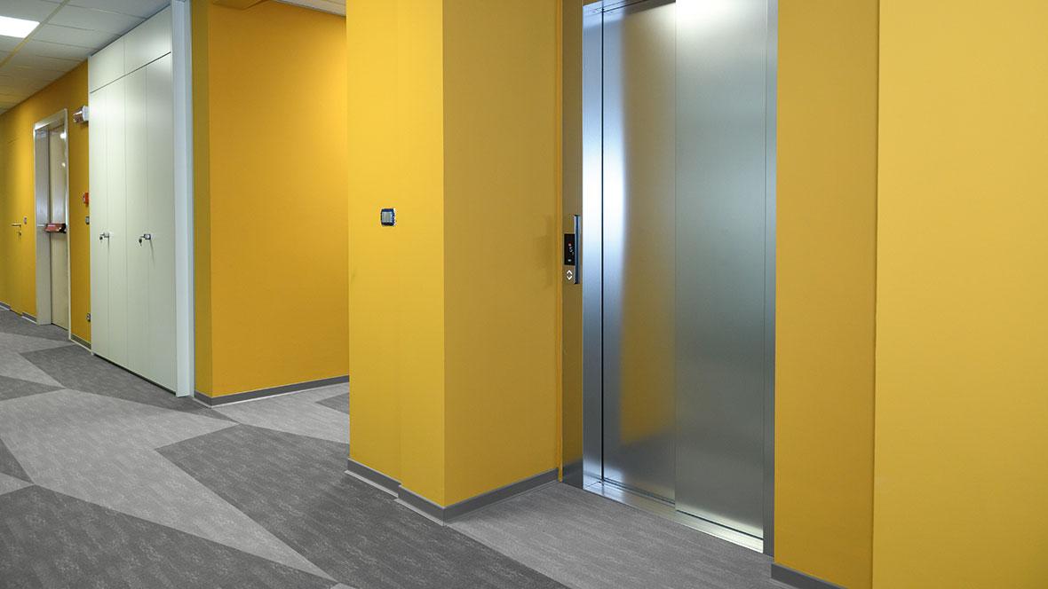 Fininc SPA office_Flotex custom flooring_corridor