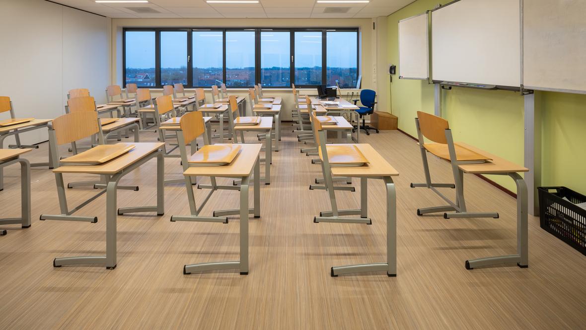 Marmoleum Striato on floor in classroom
