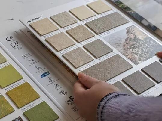Revêtement de sol Challenge étudiant LISAA  étude des échantillions | Forbo Flooring Systems