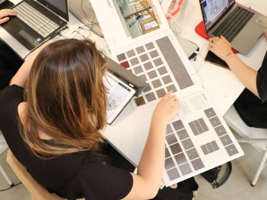 Revêtement de sol Challenge étudiant LISAA travail en équipe | Forbo Flooring Systems